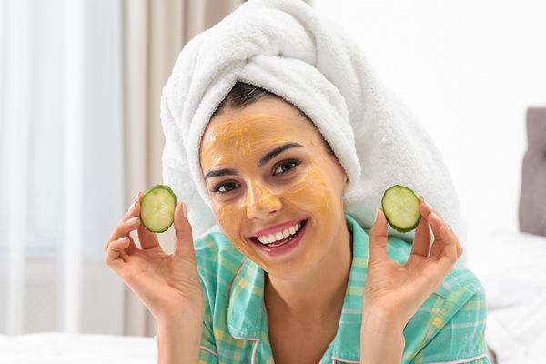 Make a face mask with cucumber and yogurt for glowing skin.