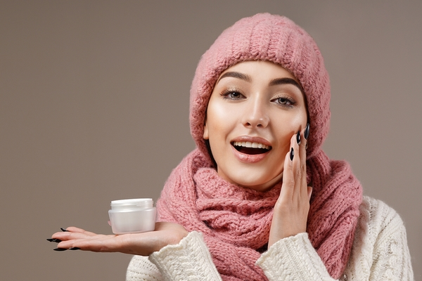 6 Ways to Take Care of Flaky Skin in Winter