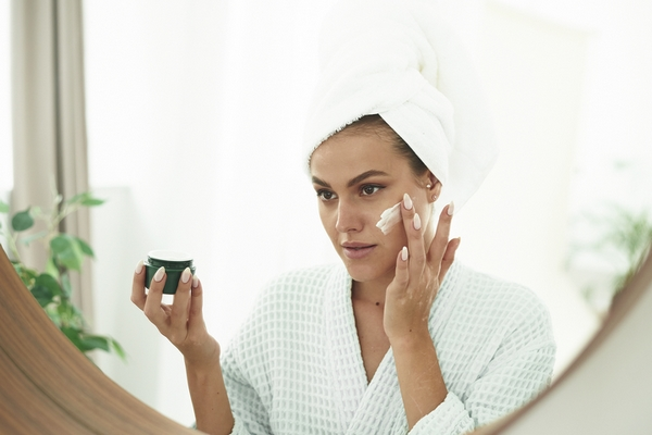 Moisturize your skin before going to bed