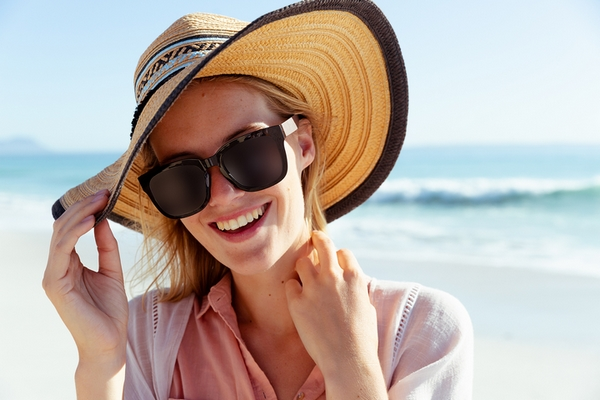 Sun protection is a good remedy to remove deep forehead wrinkles.