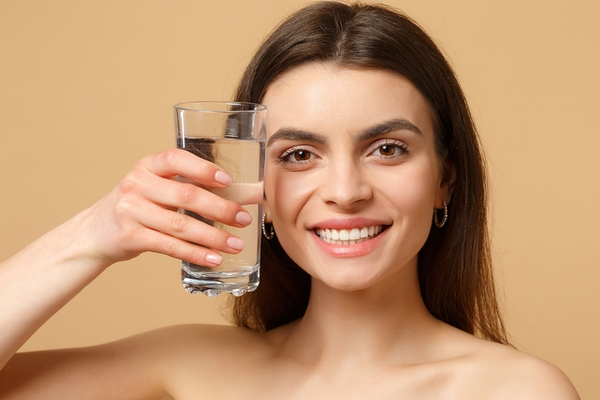 Water is a good remedy to remove deep forehead wrinkles.