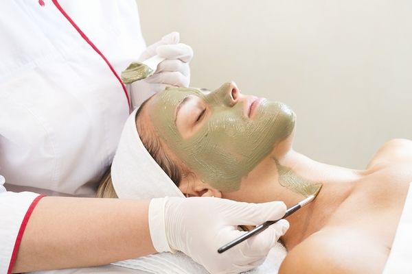 Lose neck fat with facial therapy