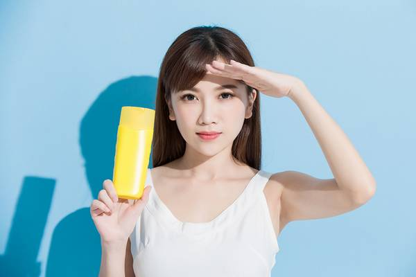 Sunscreens are good for reducing sun damage on face.