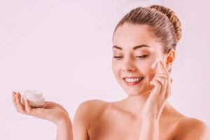 7 Home Remedies for Dry Skin on Face
